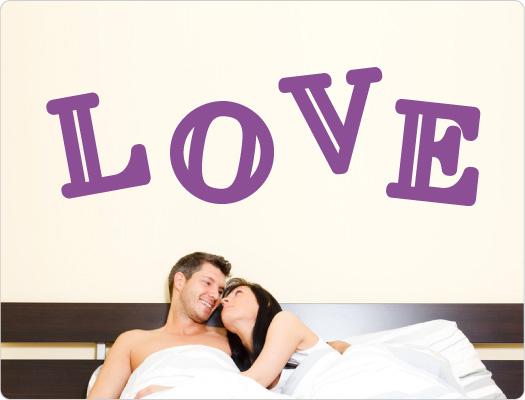 LOVE Wandtattoo (4 Buchstaben)